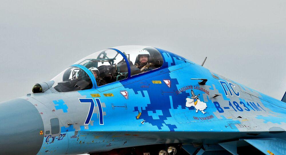 Petró Poroshenko, presidente de Ucrania, a bordo del caza Su-27