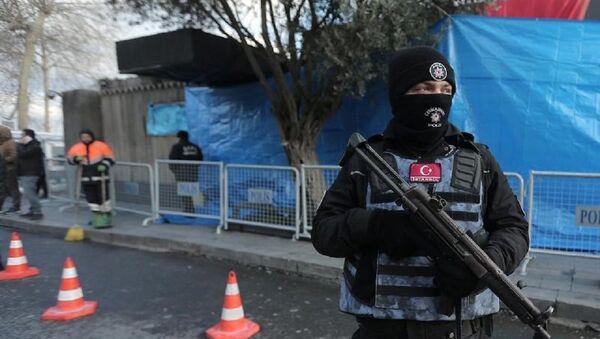 Policía turco en el lugar del atentado en Estambul - Sputnik Mundo