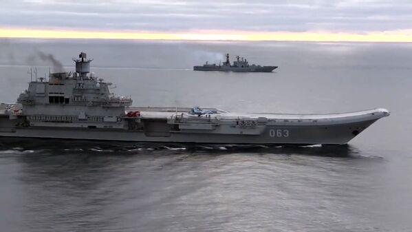 Cómo operan las aeronaves de combate rusas del portaviones Almirante Kuznetsov - Sputnik Mundo