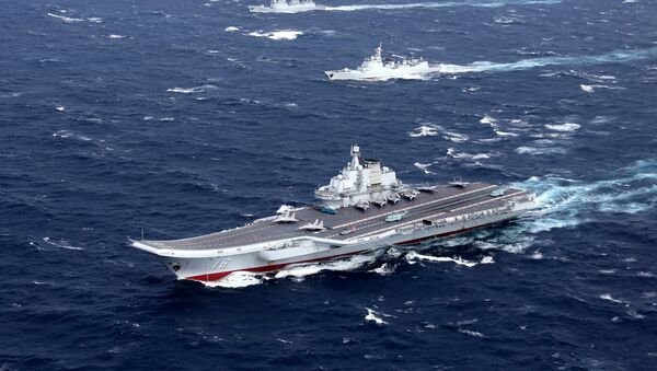 Escuadra naval china liderada por el primer portaviones del país asiático, el Liaoning - Sputnik Mundo