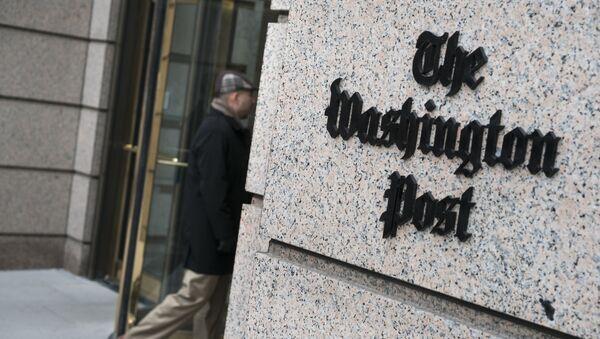 A man walks into the Washington Post's new building March 3, 2016 in Washington, DC - Sputnik Mundo