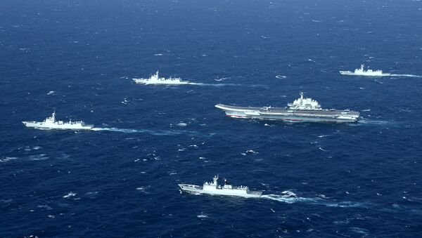 China's Liaoning aircraft carrier with accompanying fleet conducts a drill in an area of South China Sea - Sputnik Mundo