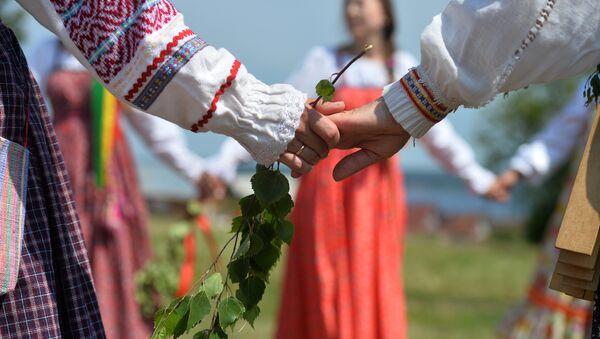 Las mujeres en los trajes tradicionales (imagen referencial) - Sputnik Mundo