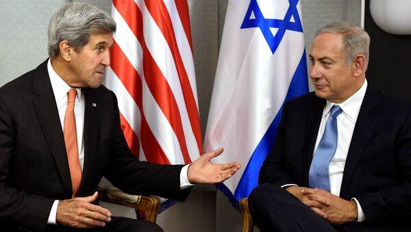 Exsecretario de Estado de EEUU, John Kerry y primer ministro de Israel, Benjamín Netanyahu (archivo) - Sputnik Mundo