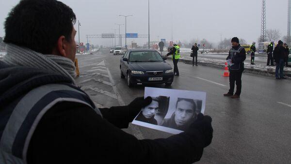 Agente de policía turca con imagen del atacante del club Reina en Estambul - Sputnik Mundo