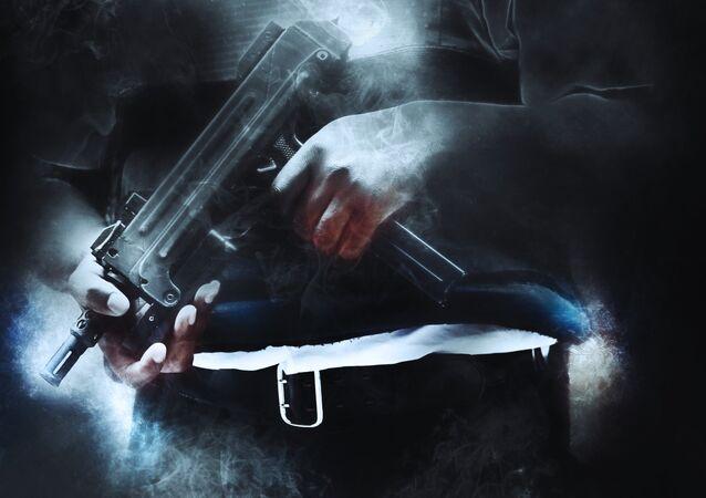 Un hombre con la arma