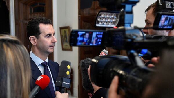 Syria's President Bashar al-Assad speaks to French journalists in Damascus, Syria, in this handout picture provided by SANA on January 9, 2017 - Sputnik Mundo