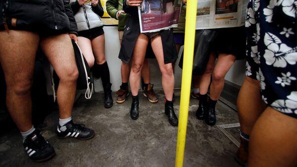 En Londres y Berlín celebran el 'día sin pantalones' - Sputnik Mundo