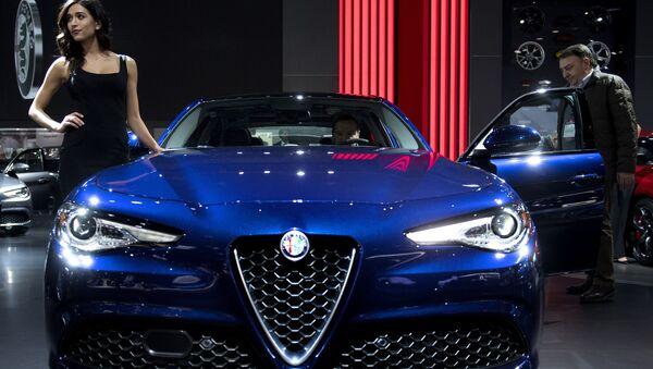 Salón del Automóvil de Detroit: belleza y sensualidad sobre cuatro ruedas - Sputnik Mundo