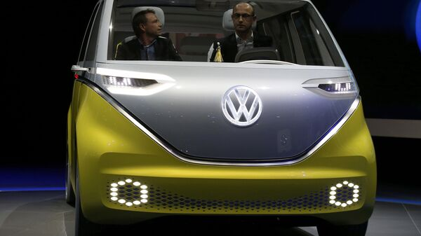 Volkswagen's electric I.D. Buzz concept vehicle is displayed during the North American International Auto Show in Detroit, Michigan, U.S., January 9, 2017 - Sputnik Mundo