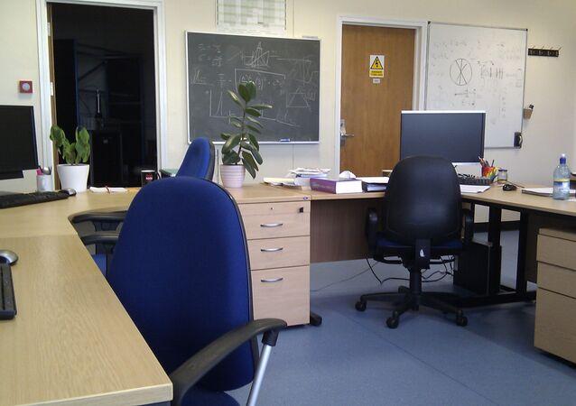 Una oficina sin trabajadores