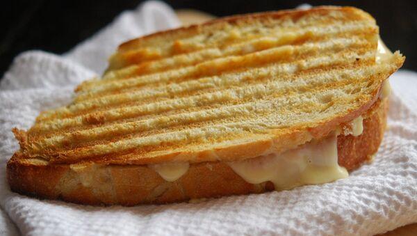 Sándwich tostado de queso - Sputnik Mundo