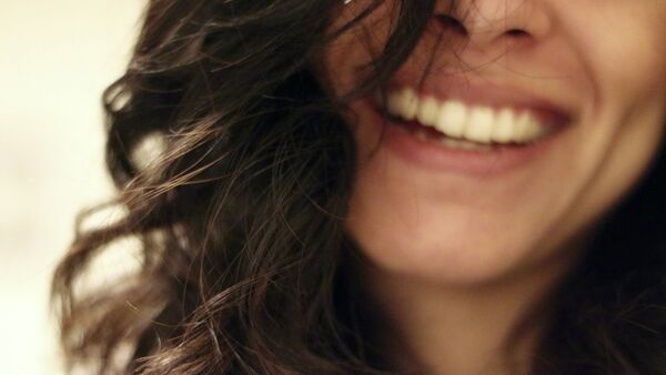 Sonrisa (imagen referencial) - Sputnik Mundo