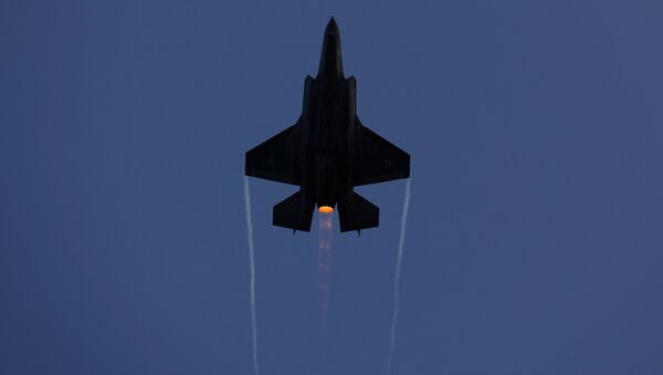 An Israeli Air Force F-35 fighter jet flies during an aerial demonstration at a graduation ceremony for Israeli air force pilots at the Hatzerim air base in southern Israel December - Sputnik Mundo