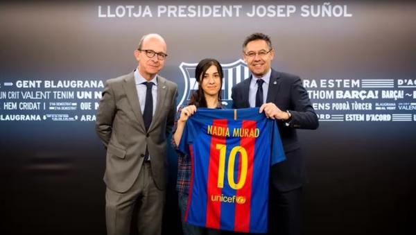 El FC Barcelona recibe a Nadia Murad, la yazidí símbolo de los derechos de la mujer - Sputnik Mundo