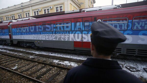 El tren serbio, parado en la localidad serbia de Raska - Sputnik Mundo