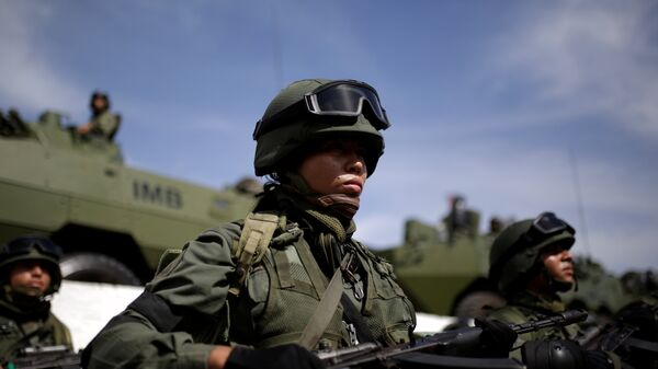 Venezuelan soldiers take part in the Zamora 200 military exercise in La Guaira - Sputnik Mundo