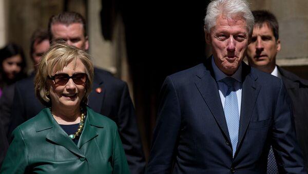 Bill Clinton y Hillary Clinton - Sputnik Mundo