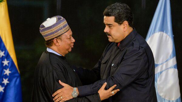 El secretario general del OPEP, Mohammed Barkindo y el presidente de Venezuela, Nicolás Maduro - Sputnik Mundo