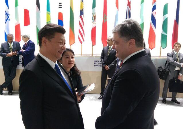 El mandatario ucraniano, Petró Poroshenko, y el líder chino, Xi Jinping, Davos.