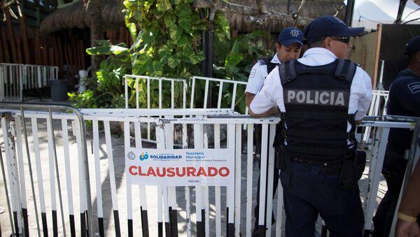 Policía cerca del club Blue Parrot de Playa de Carmen - Sputnik Mundo