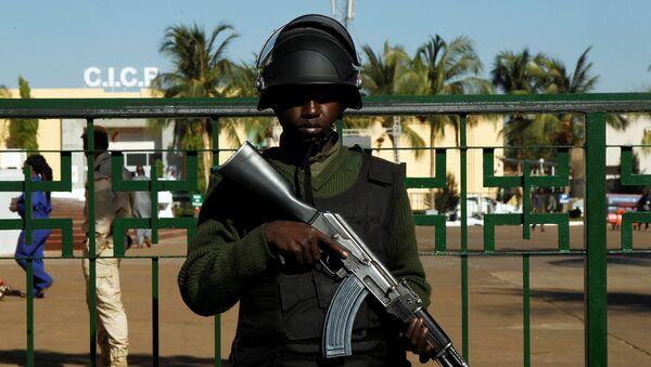 Un soldado maliense - Sputnik Mundo