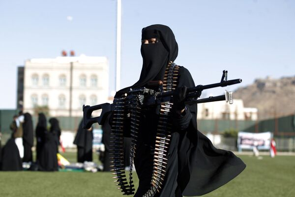 Mujeres hutíes participan en un desfile militar en Saná - Sputnik Mundo