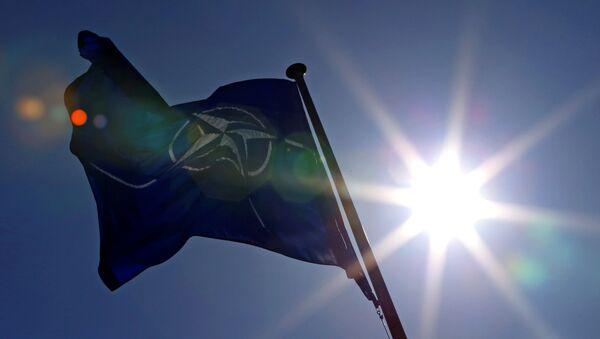 Bandera de la OTAN (archivo) - Sputnik Mundo