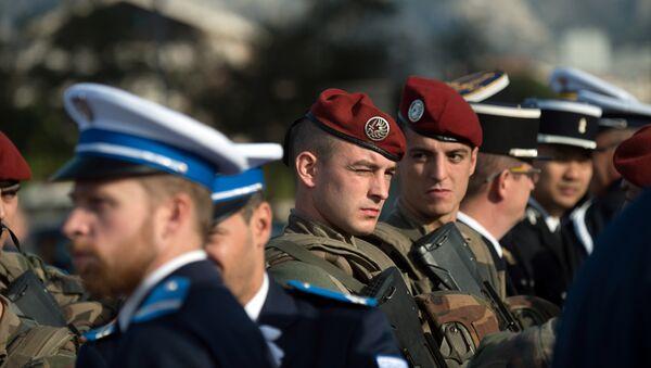 Soldados y policías franceses - Sputnik Mundo