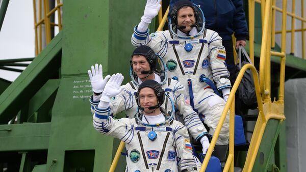 Los miembros de la tripulación principal de la misión a la Estación Espacial Internacional - Sputnik Mundo