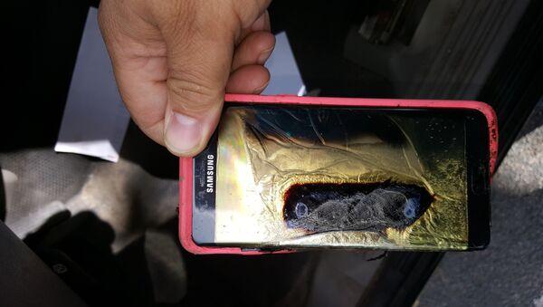 Un Galaxy Note 7 quemado - Sputnik Mundo