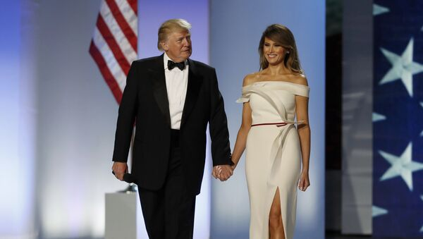 U.S. President Donald Trump and first lady Melania Trump arrive at the Inauguration Freedom Ball in Washington, U.S., January 20, 2017.  - Sputnik Mundo