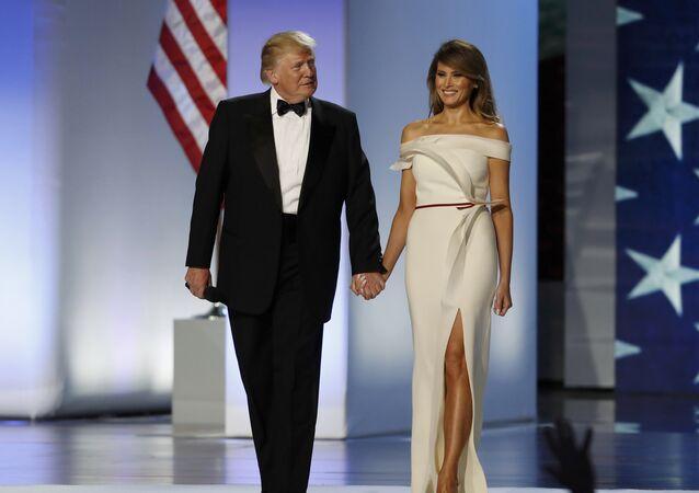 El presidente de EEUU, Donald Trump, y su esposa Melania, antes del baile inaugural