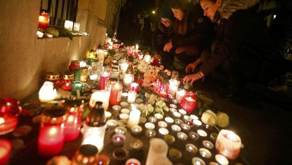Homenaje a las víctimas del accidente de tráfico ocurrido en la autopista A4 en San Martino Buono Albergo, cerca de Verona - Sputnik Mundo