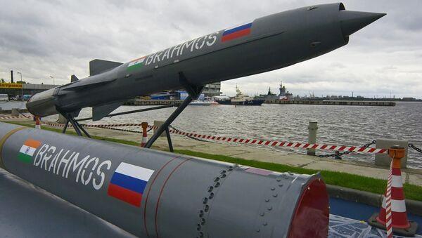 Misil antibuque ruso-indio BrahMos - Sputnik Mundo