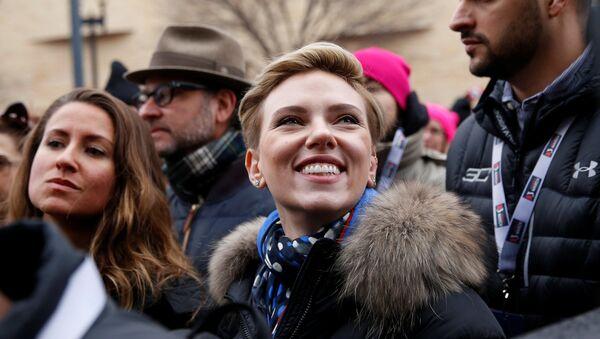 La actriz Scarlett Johansson durante la Marcha de las Mujeres en Washington - Sputnik Mundo
