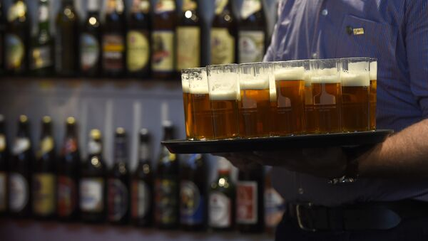 Beer is presented at the opening day of the Gruene Woche (Green Week) agricultural fair in Berlin on January 15, 2016 - Sputnik Mundo