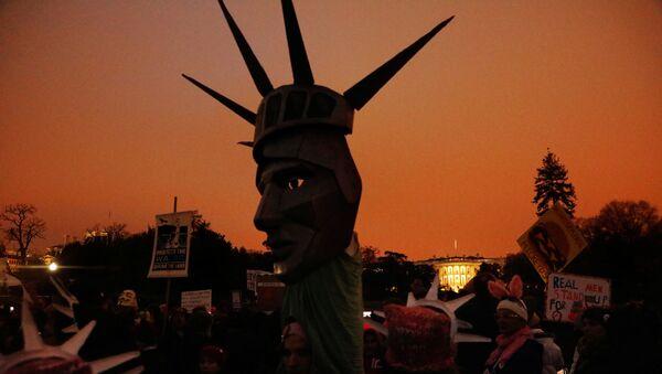 Estadounidenses protestan contra Trump - Sputnik Mundo