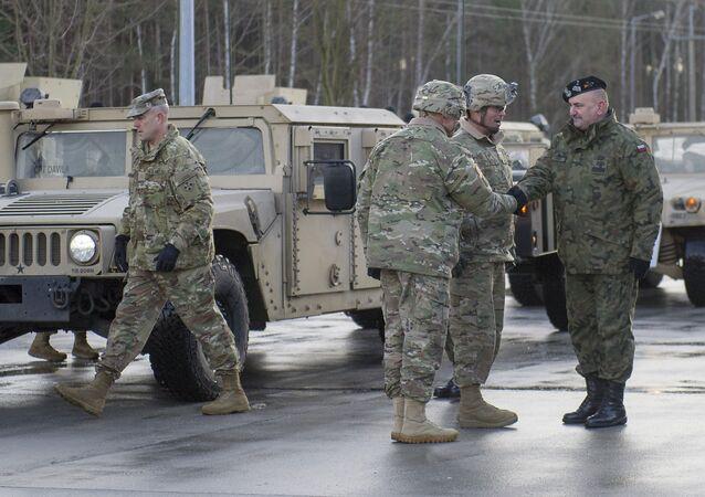 Militares polacos y estadounidenses (archivo)