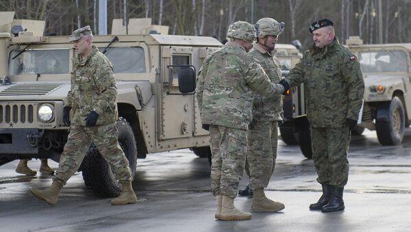 Militares polacos y estadounidenses (archivo) - Sputnik Mundo