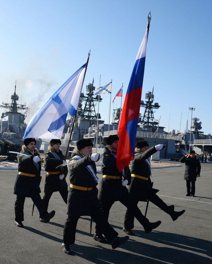 Vladivostok da la bienvenida a los buques de combate de la Flota del Pacífico de Rusia