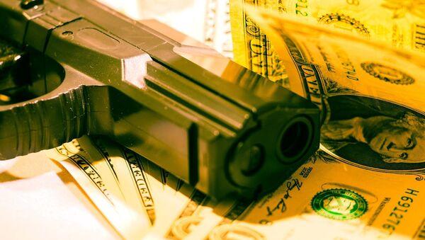 Arma y dinero - Sputnik Mundo