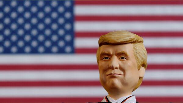 Un muñeco que representa a Donald Trump, presidente de EEUU - Sputnik Mundo