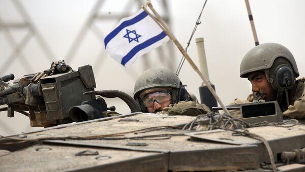 Soldados del Ejército israelí en un tanque Markava - Sputnik Mundo
