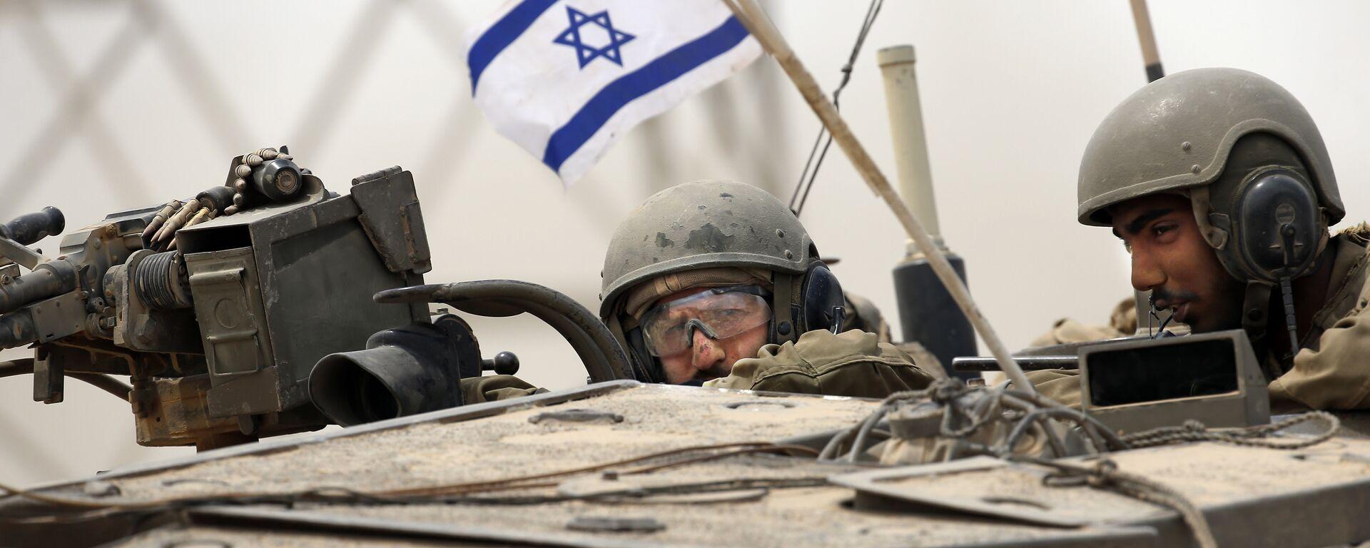 Soldados del Ejército israelí en un tanque Markava - Sputnik Mundo, 1920, 02.07.2021