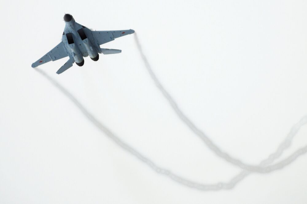 Vuelo de prueba durante la presentación del nuevo caza MiG-35