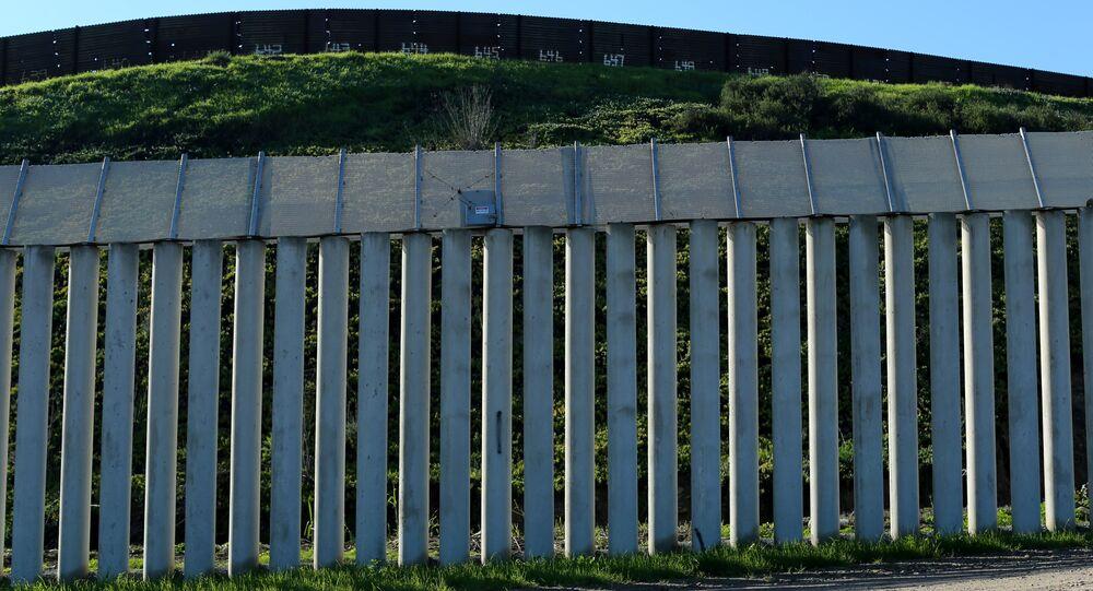 El muro entre EEUU y México en California