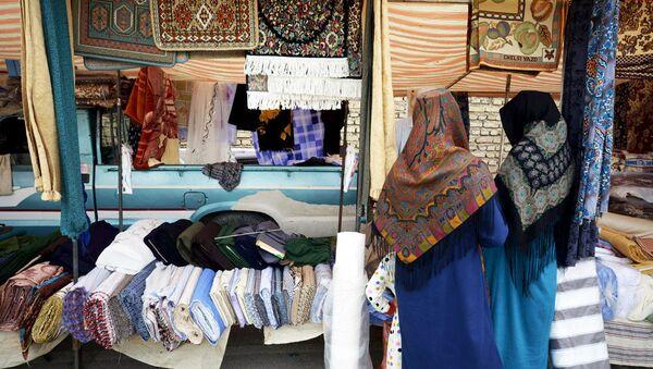 Turkmenos iraníes dedican su vida a tejer increíbles alfombras - Sputnik Mundo