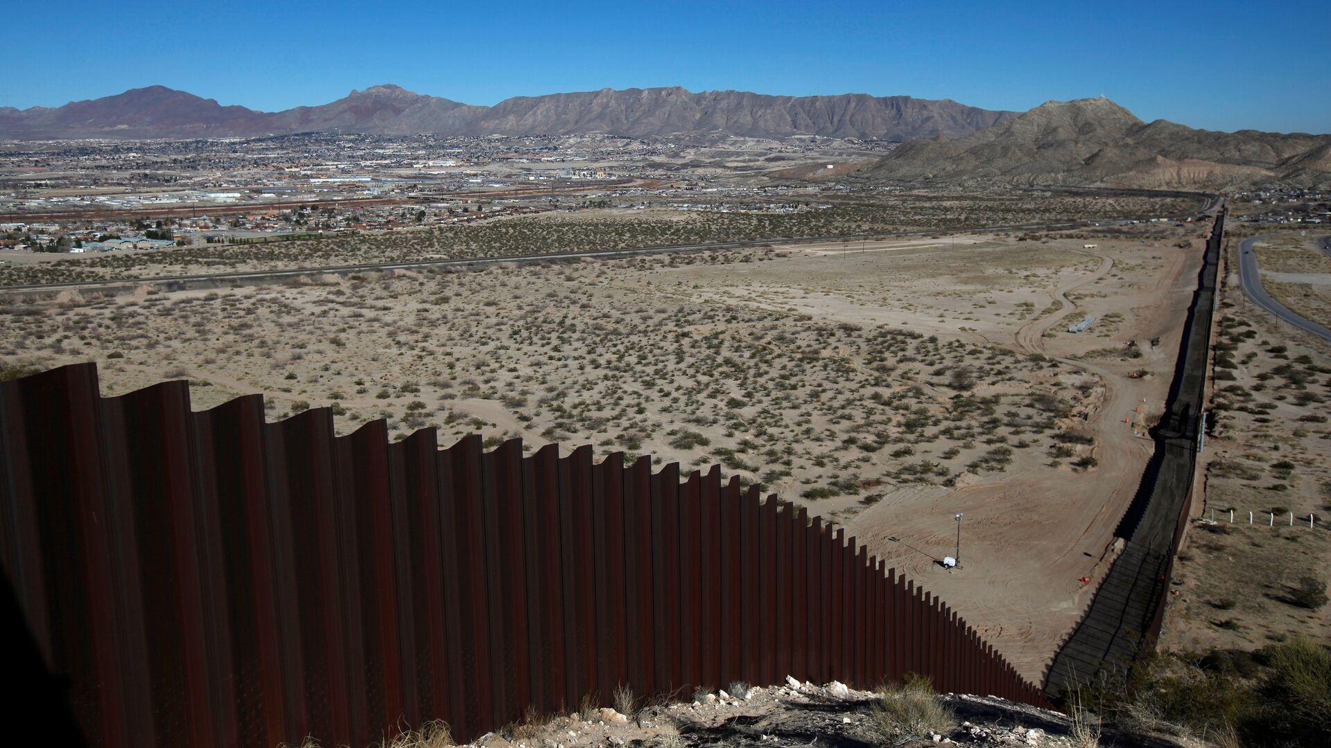El muro entre EEUU y México - Sputnik Mundo, 1920, 16.06.2021
