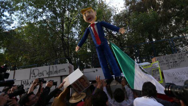 Protesta contra la investidura de Trump en México - Sputnik Mundo